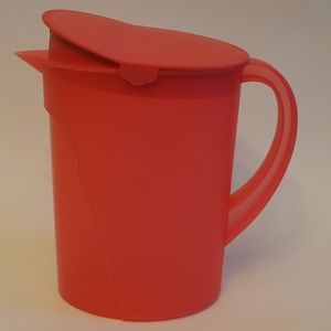 Tupperware 1 gal red pitcher & lid